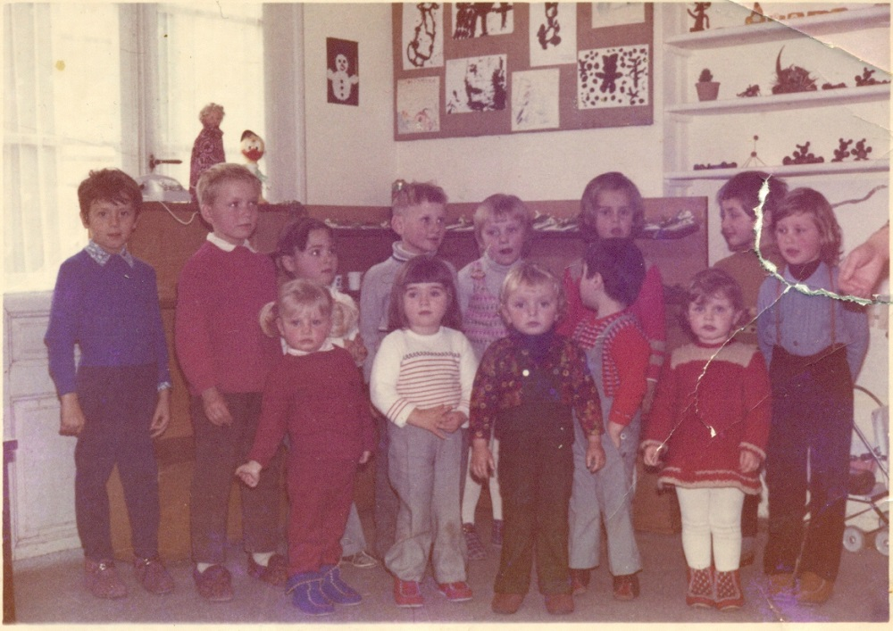 V prvi generaciji otrok je bil tudi naš župan Peter Misja (drugi z desne).